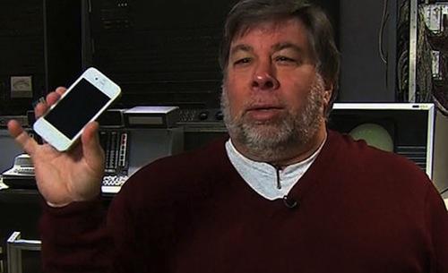 Photo of ستيف وزنياك يؤكد: الايفون 4 الابيض في الاسواق قريبا