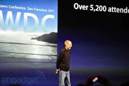 ستيف جوبس على منصة المؤتمر
