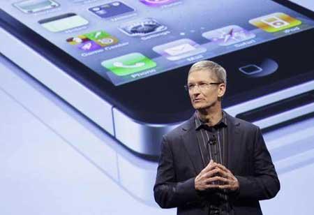 تيم كوك سيقدم لنا الايفون 5 ؟