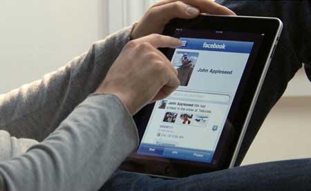 تطبيق الفيسبوك لجهاز الايباد سيظهر مع تدشين الايفون 5