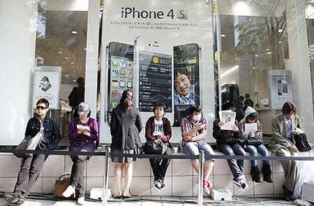 اول ايام بيع الايفون 4 أس