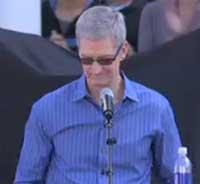 تيم كوك المدير التنفيذي لأبل في تأبين جوبز