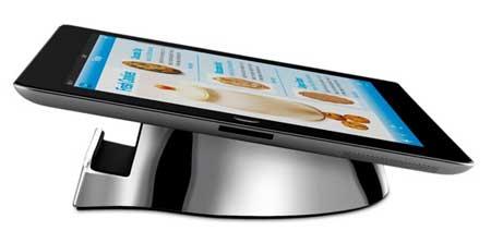 منصة بجهاز الايباد في المطبخ من صنع Belkin