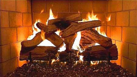 سيري توقد نار مدفأة البيت