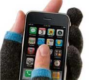 صورة لفصل الشتاء – كيف نستخدم الايفون والقفازات على اليدين ؟