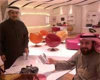 Photo of بالصور – مبيعات الايفون 4 اس في السعودية