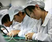 صورة مصانع الايفون والايباد في الصين تستعد لانتاج 400 ألف جهاز يوميا !