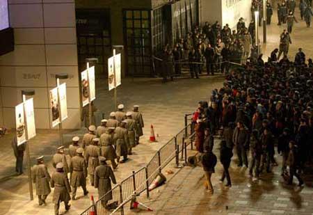 جرحى ومعتقلون عند إطلاق الايفون 4 أس في الصين