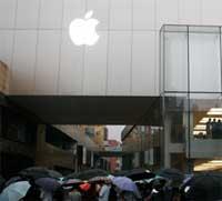 Photo of ابل تثور على شركة صينية صغيرة وتهددها بالقضاء