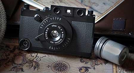على شكل كاميرا من سنوات الثلاثينات