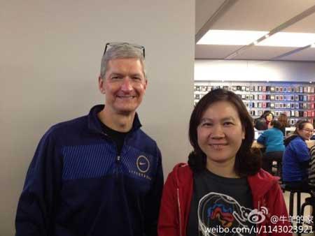 تيم كوك اثناء زيارته للصين