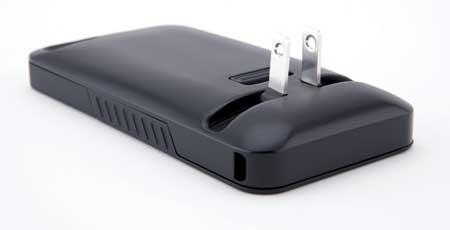 كساء غريب للأيفون يحتوي على قابس لشحن الجهاز