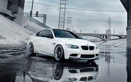 سيارة BMW البيضاء اصبحت شهيرة بفضل الايفون