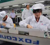 صورة صحفي متنكر يتسلل الى مصانع فوكسكون المصنعة للايفون !