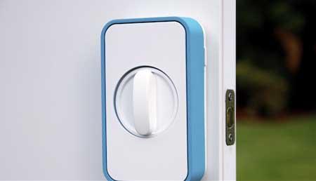 قفل Lockitron يمكننا من قفل الباب بواسطة الايفون