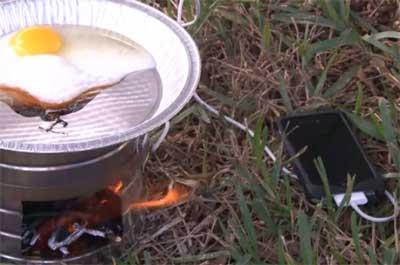 كيف نشحن جهاز الايفون بمساعدة النار في الموقدة !