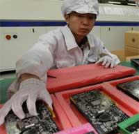 فوكسكون تستعد لإنتاج الايفون الجديد بتجنيد 10 آلاف عامل