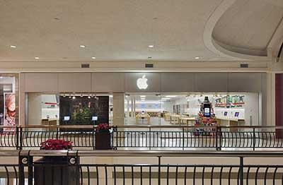 اول متجر ابل يتم افتتاحه في 2001 بماكلين بالولايات المتحدة