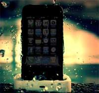 Photo of بالفيديو: مع هذا المنتج يمكنك السباحة بجهازك الأيفون وغمسه في الماء