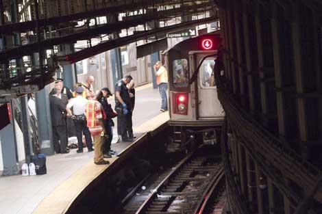 مقتل فتاة بسبب سقوطها على سكة قطار الأنفاق