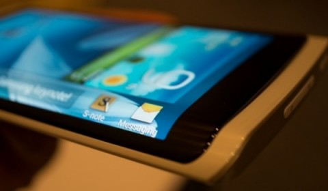 هاتف Galaxy Note 4 : شاشة مرنة ، تصميم معدني ، كاميرا بدقة 16 ميجابكسل