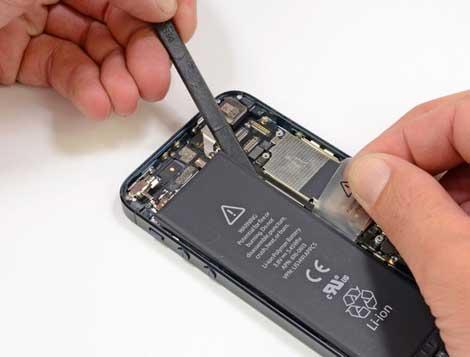 آبل تطرح نظاماً لاستبدال بطاريات الآيفون 5 مجاناً !