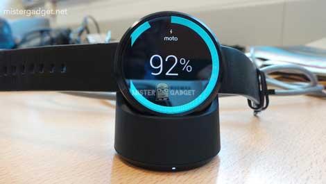 صورة شحن ساعة Moto 360