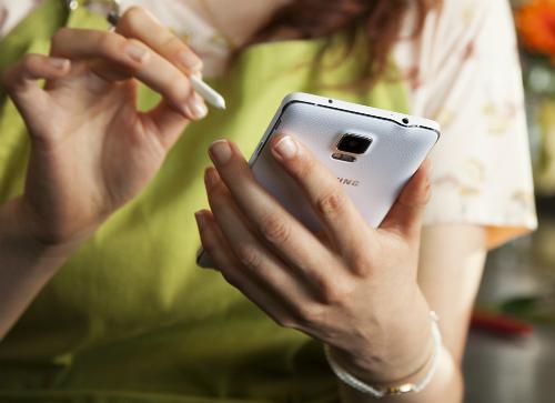 هاتف Samsung Galaxy Note 4 : المواصفات ، السعر ، و كل ما تريد معرفته !