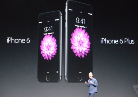 هاتف iPhone 6 مع الإصدار الأكبر iPhone 6 Plus