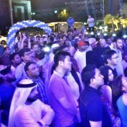 بالطوابير .. الأسواق العربية في استقبال الآيفون 6 و الآيفون 6 بلس - شاهدوا بالصور !