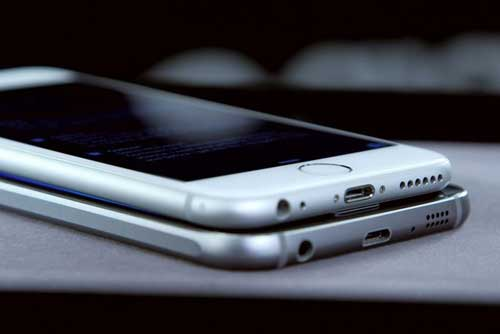 سامسونج تقلد آبل: جالاكسي S6 ليس سوى أيفون جديد