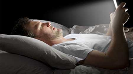 تطبيقات تحافظ على عينيك و تحميك من اضطرابات النوم عند استخدام الهاتف الذكي - للأندرويد !