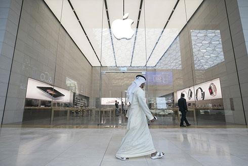 بالصور - الافتتاح الرسمي لأول متاجر آبل العربية في دبي و أبوظبي !