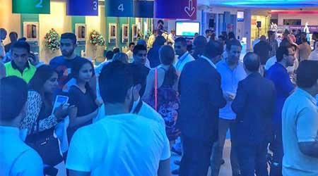 بالصور: الوطن العربي يستقبل هواتف آيفون 6 إس و آيفون 6 إس بلس بإقبال شديد !