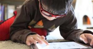 كيف تقوم بحماية أطفالك من مخاطر الهواتف الذكية والانترنت