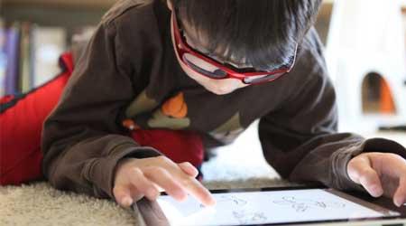 Photo of كيف تقوم بحماية أطفالك من مخاطر الهواتف الذكية والانترنت