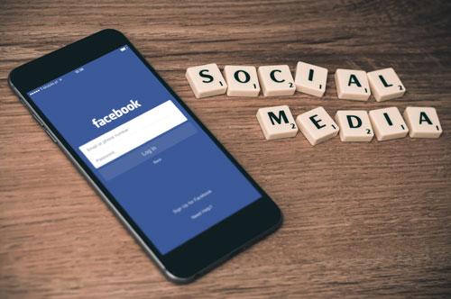 شرح تحميل الفيديوهات من الفيسبوك لأصحاب الجيلبريك و بدون جيلبريك ومشاركتها عبر الواتس آب