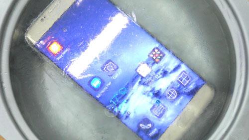 فيديو: اختبار جهاز جالاكسي S7 إدج في الماء البارد - ماذا حصل؟