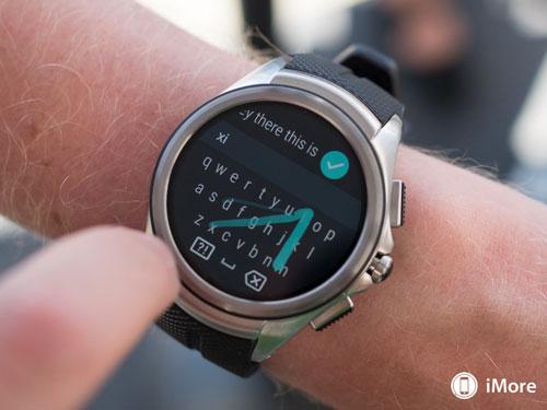 جوجل تطارد آبل: نظام Android Wear 2.0 هل يتفوق على ساعة آبل ؟