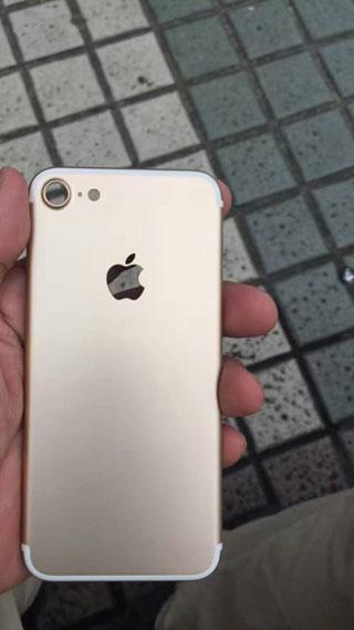 صورة مسربة للأيفون 7 باللون الذهبي