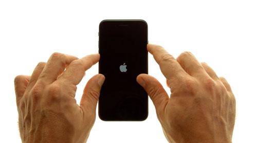 كيفية إعادة تشغيل أجهزة الأيفون 7 و 7 بلس