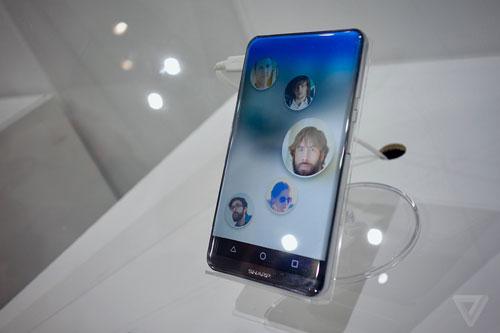 اخر اخبار اندرويد : شركة Sharp تكشف: شاشة منحنية من كل الأطراف – هل هو نهاية الأزرار في الهواتف ؟