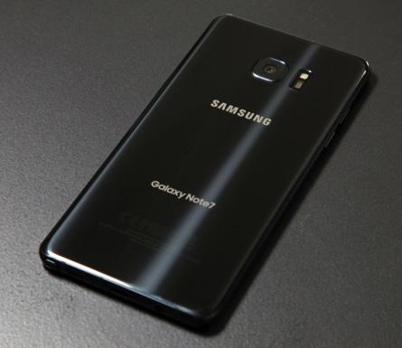 آبل و سامسونج : كيف انتهت كارثة Galaxy Note 7 لصالح iPhone 7 ؟!