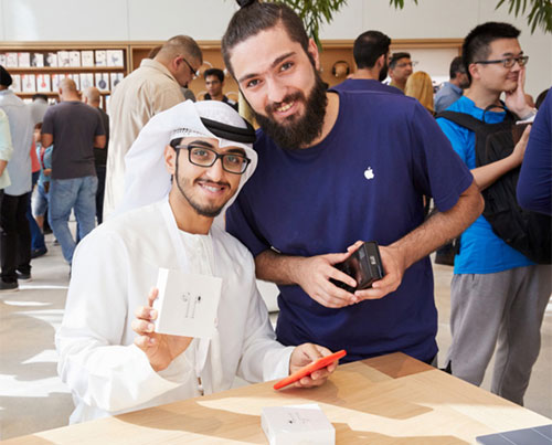 بالصور ، افتتاح متجر آبل الجديد في دبي !