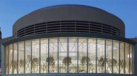 شاهدوا بالصور ، حفل افتتاح متجر آبل الجديد في دبي وبعض المعلومات !