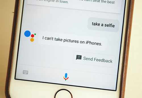 المساعد الشخصي Google Assistant متوفر الآن على الآيفون ، هل يتفوق على Siri ؟