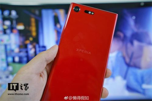 بالصور ، النسخة الحمراء المنتظرة من هاتف Sony Xperia XZ Premium !