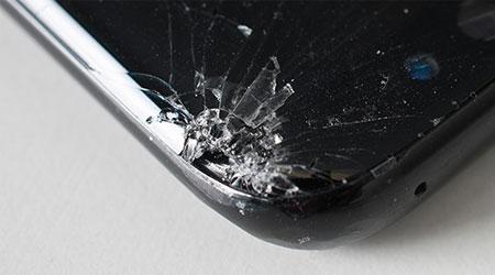 صورة حواف هاتف جالكسي S8 ضعيفة جدا وقابلة للخدش بسهولة