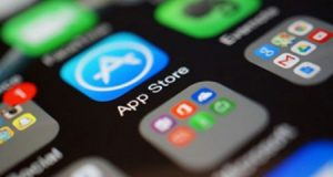 تطبيقات في مهب الريح : لماذا تطارد آبل تطبيقات حجب الإعلانات و الـVPN ؟