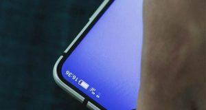 شركة Sharp تستعد للكشف عن هاتف بشاشة دون حواف